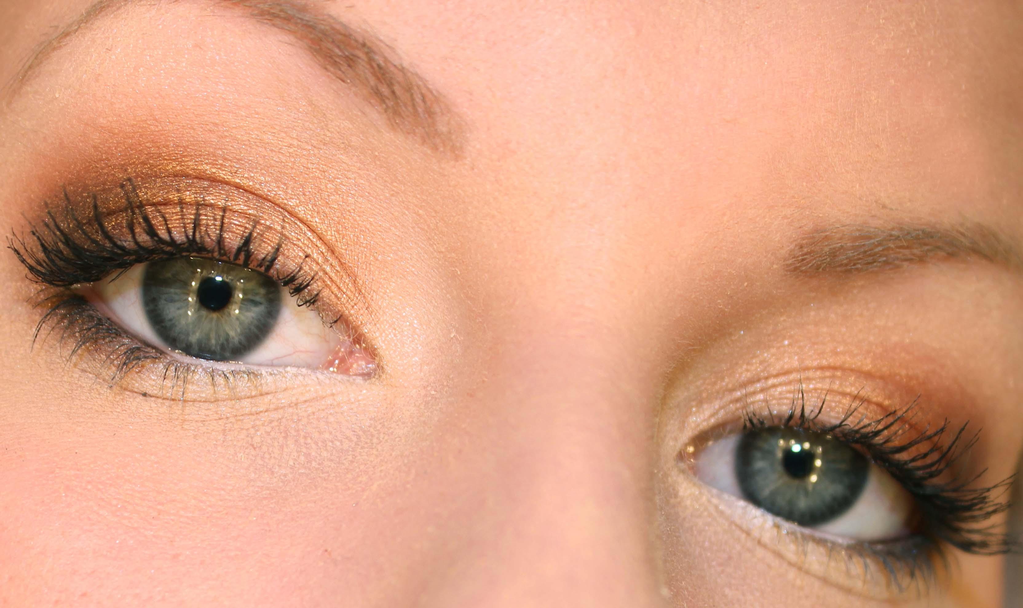 blå i ögonvrån