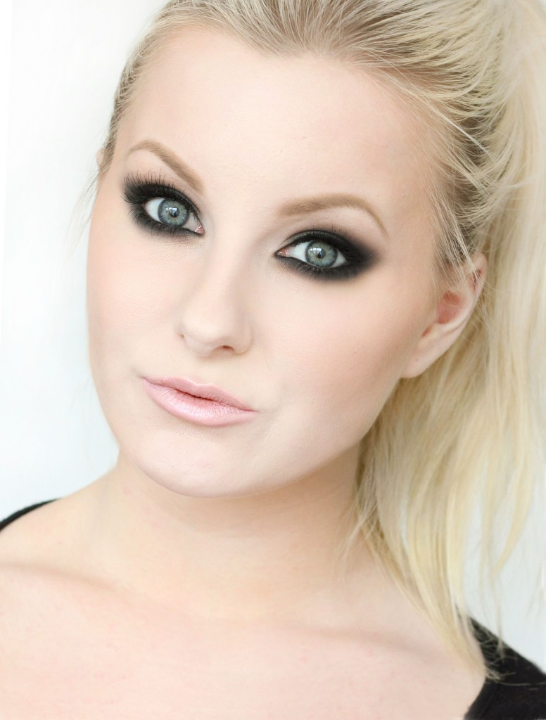 perrie-edwards-smokey-eye-makeup