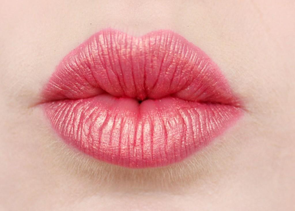 rosa-läppar-med-guldskimmer