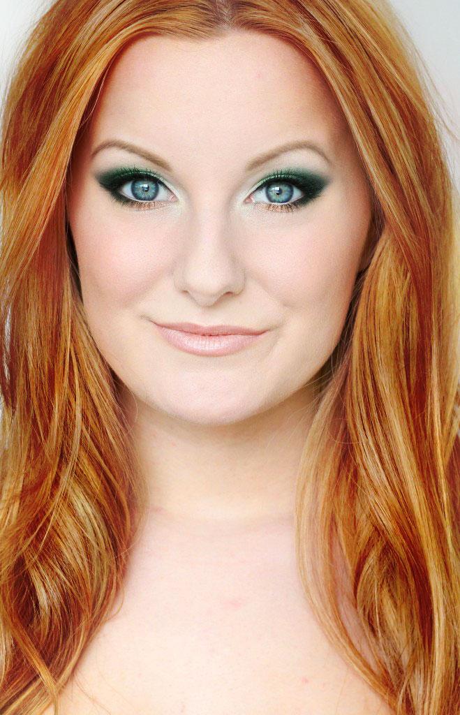 rött hår blå ögon