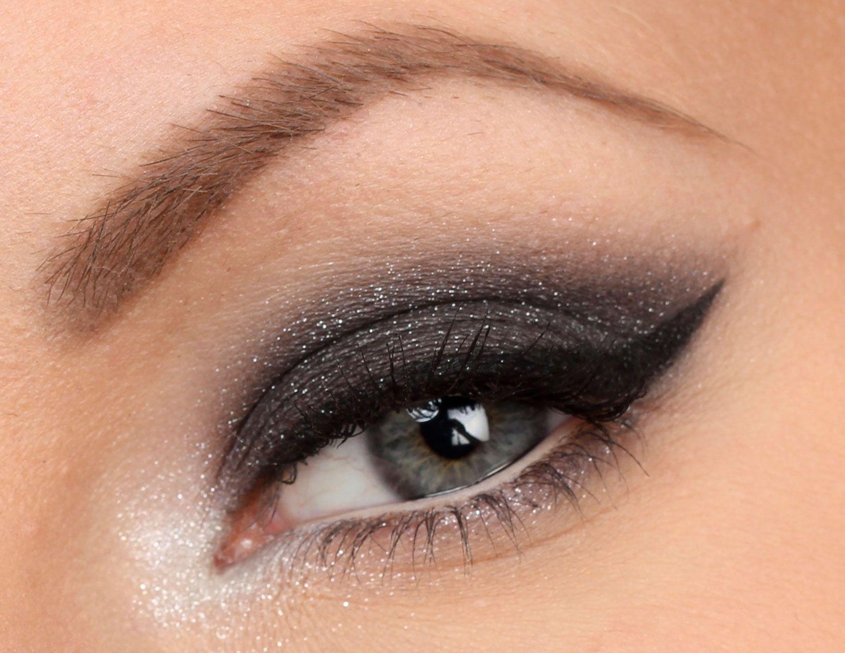 silver glittrig ögonskugga