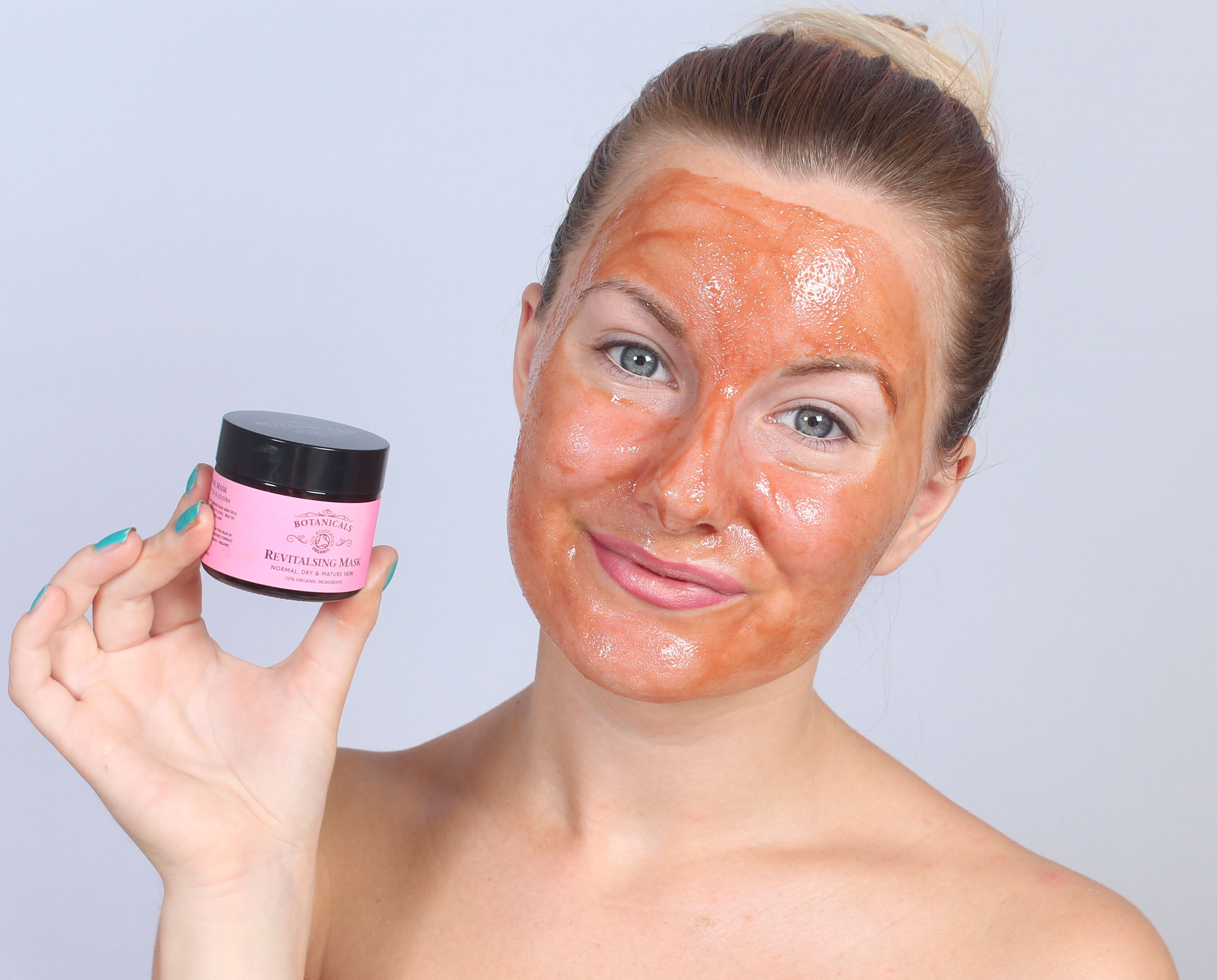 ansiktsmask som drar ut pormaskar
