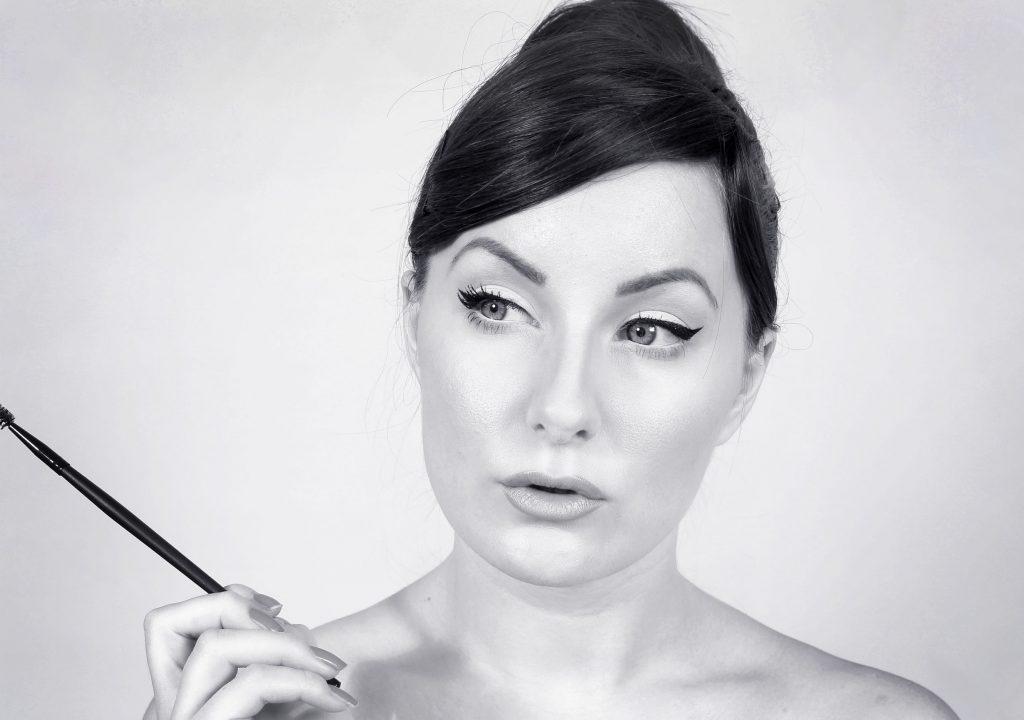 audrey-hepbrun-maquillaje-negro-blanco