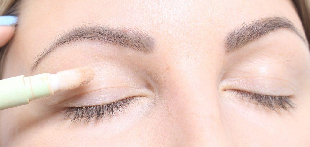 ojos con capucha de imprimación