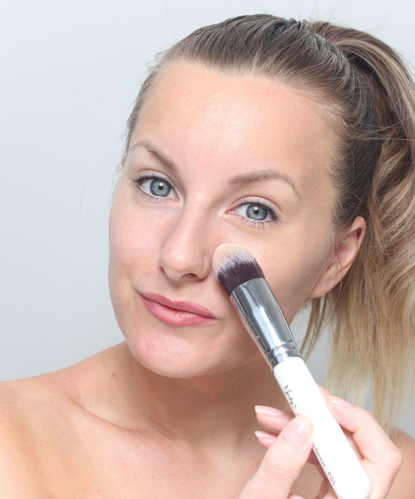 maquillaje de brocha de base