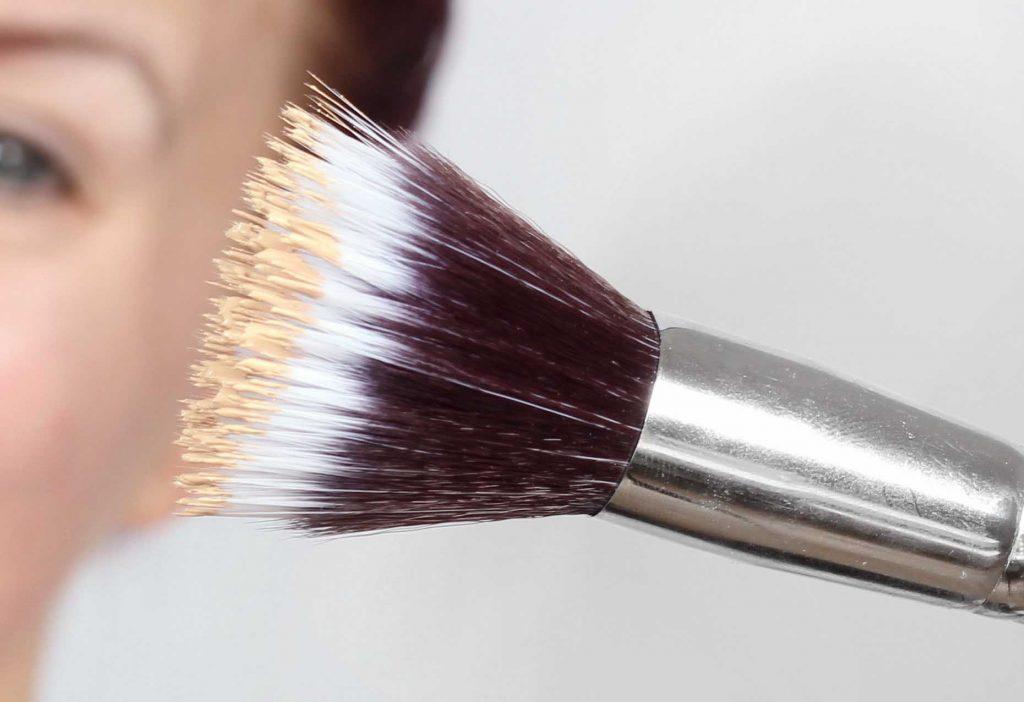 cómo usar pinceles de maquillaje