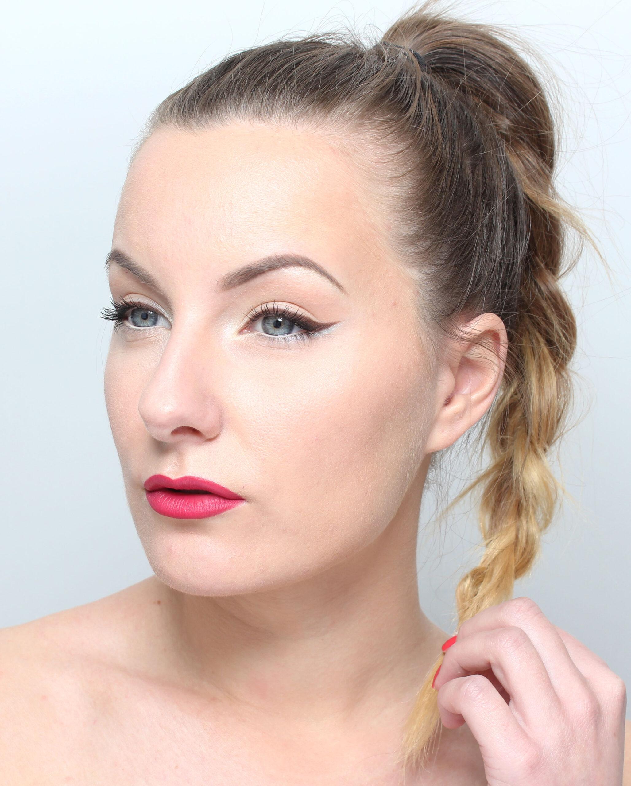Brown eyeliner   Pink lips  3ecf172a1af55
