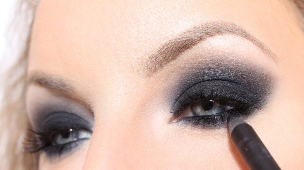 ojos ahumados negros
