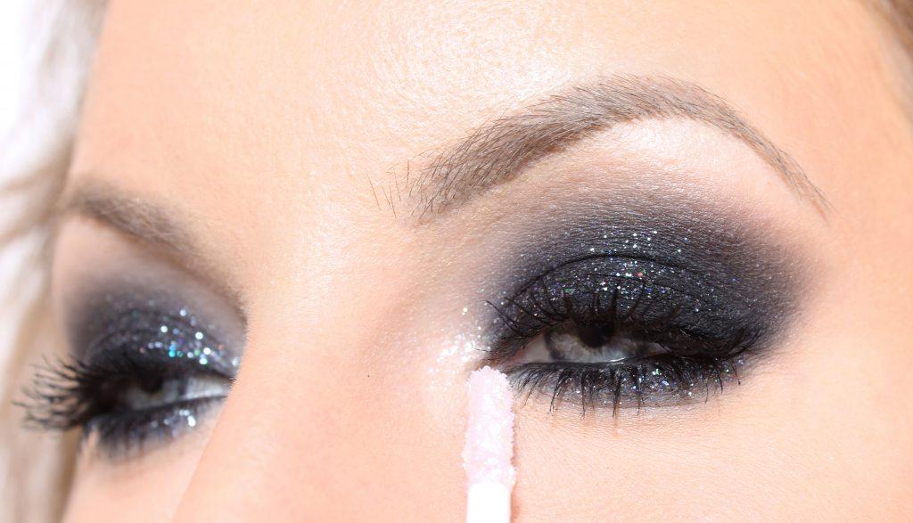 ojos ahumados brillantes