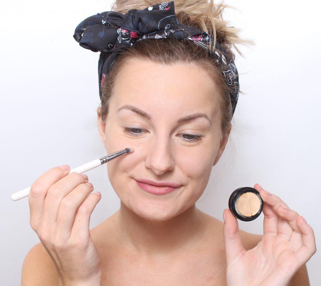 corrector maquillaje espinillas