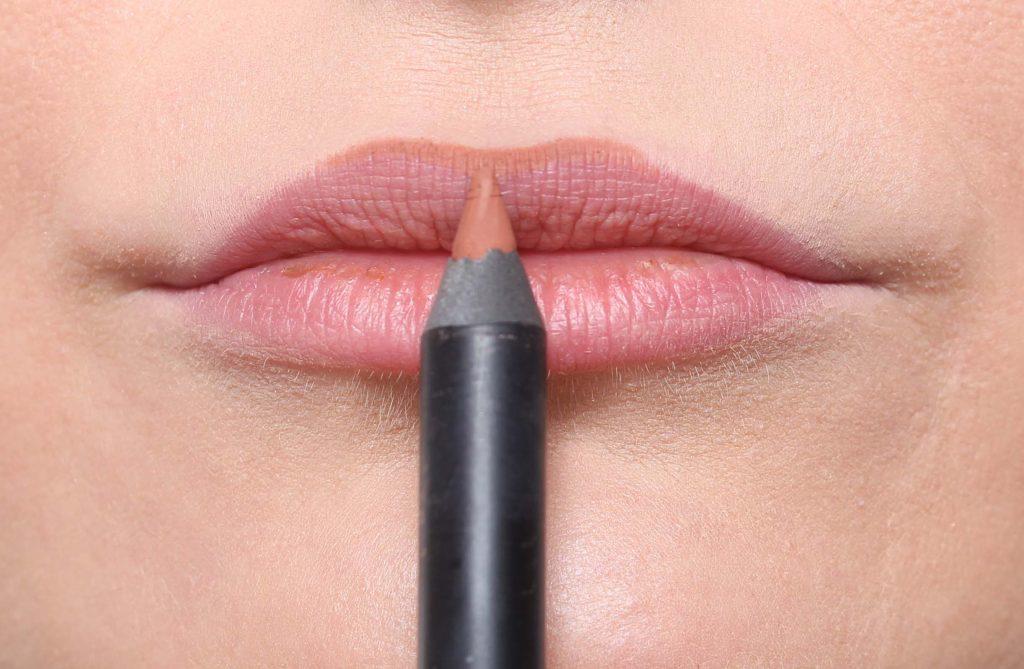 Make up the lips bigger