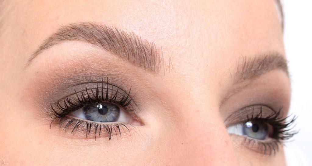 brun sminkning ögon