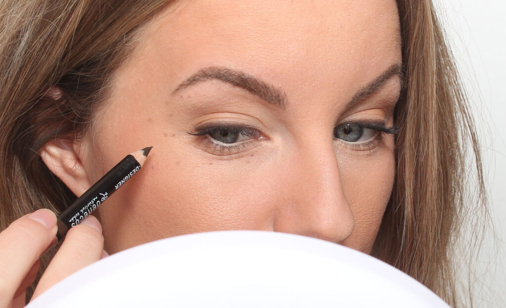 makeup freckles with pencil