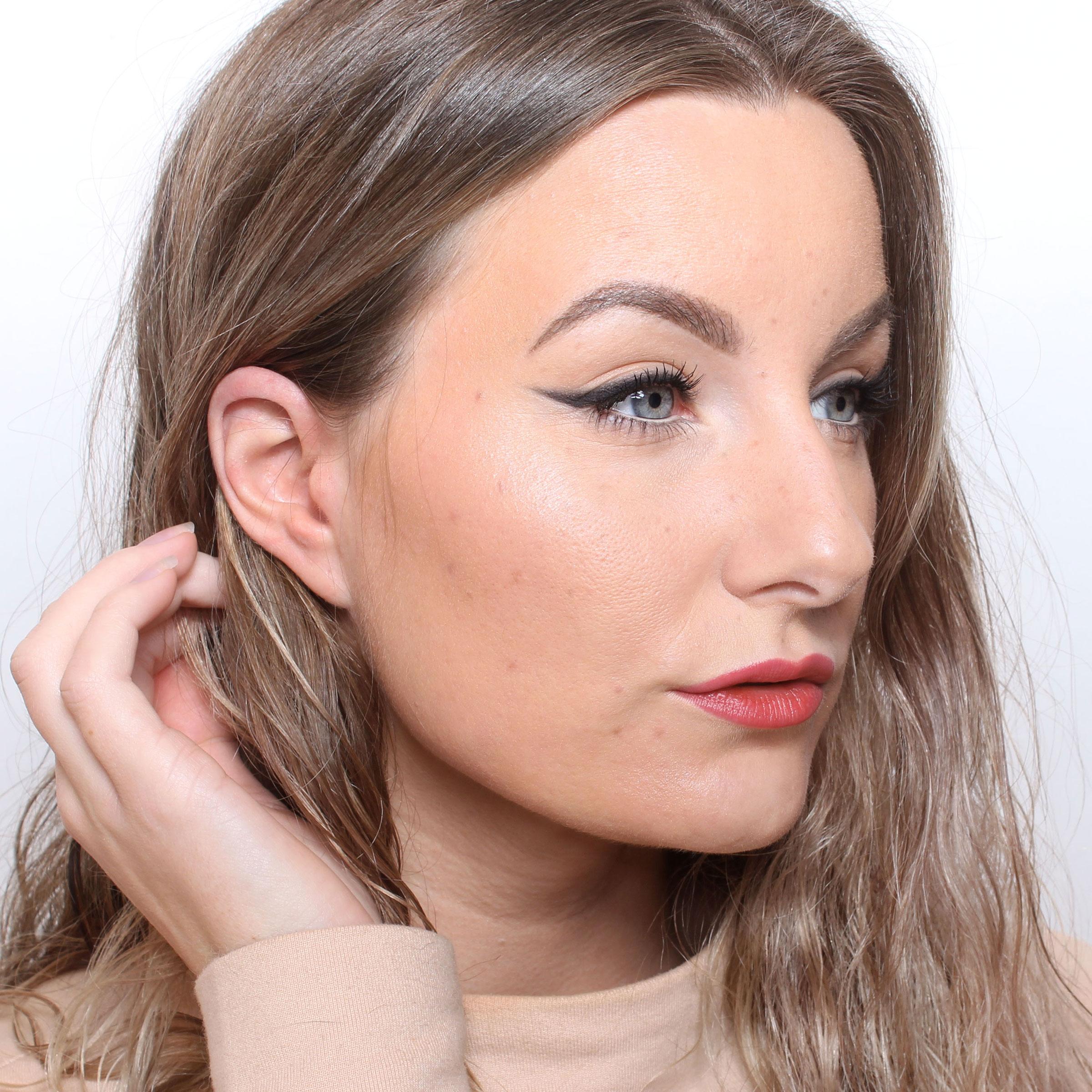 eyeliner + läppar