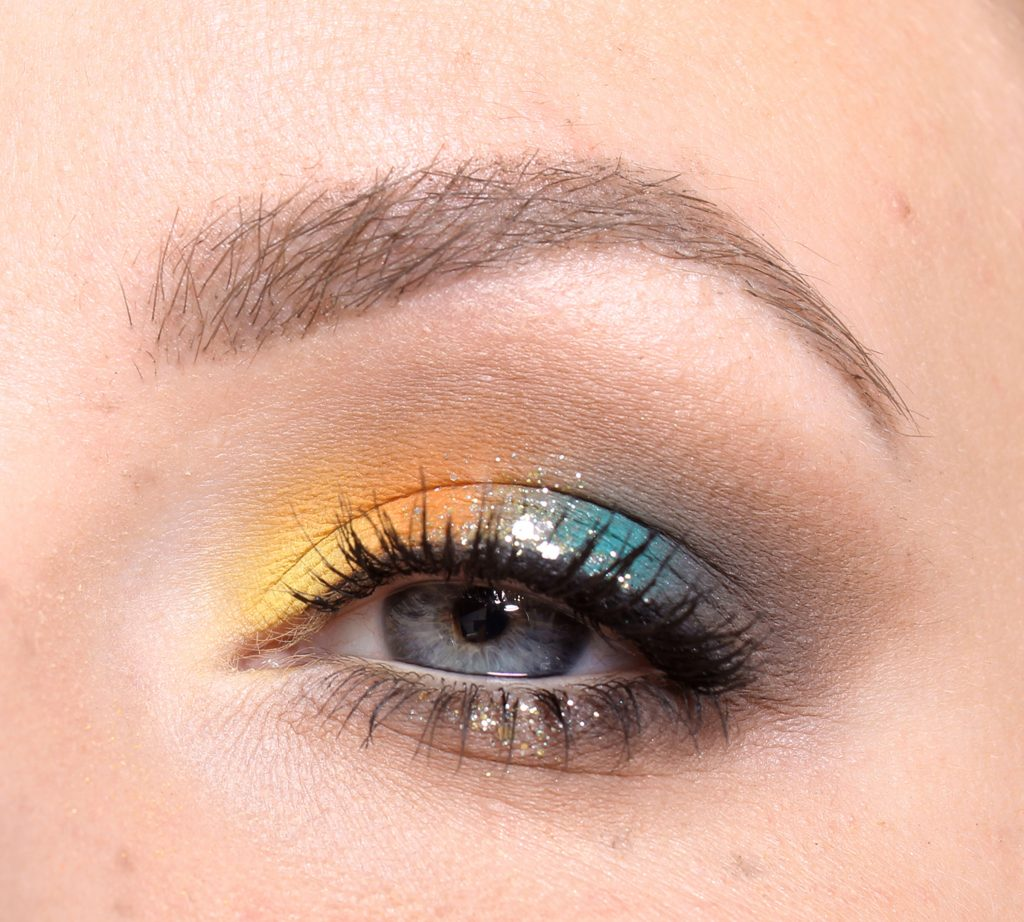New Year's make-up with color clicks