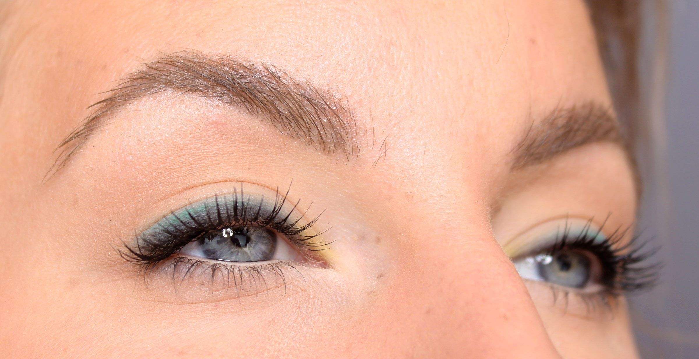 light summer make-up with color
