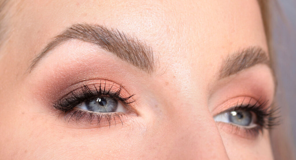 Peach golden makeup