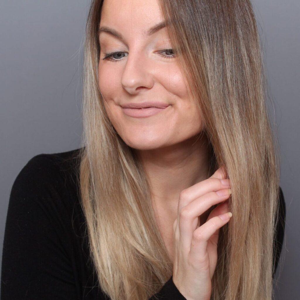 cabello fino a pesar de los largos bucles de papel de aluminio, foliaje, follaje, foliyage