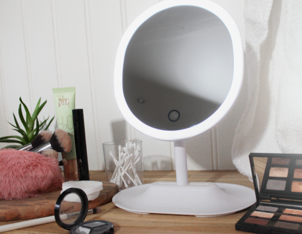 make-up mirror with lighting