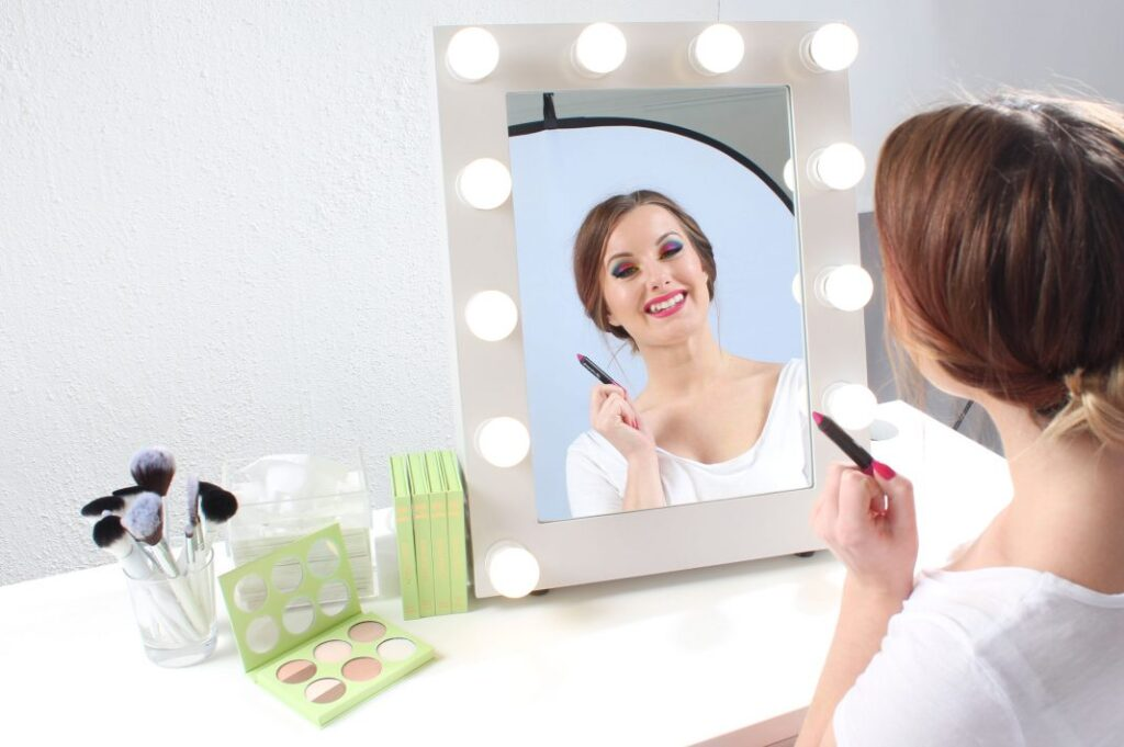 make-up mirror with lamps