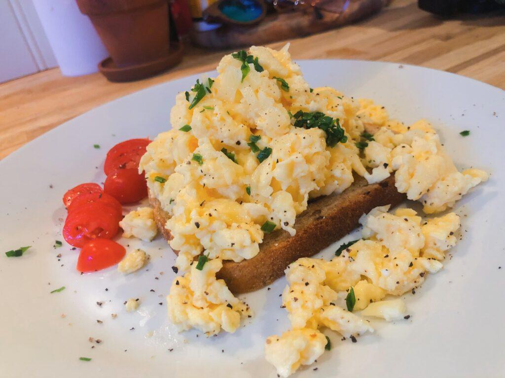 Huevos revueltos como en hotel pero en casa Recetas
