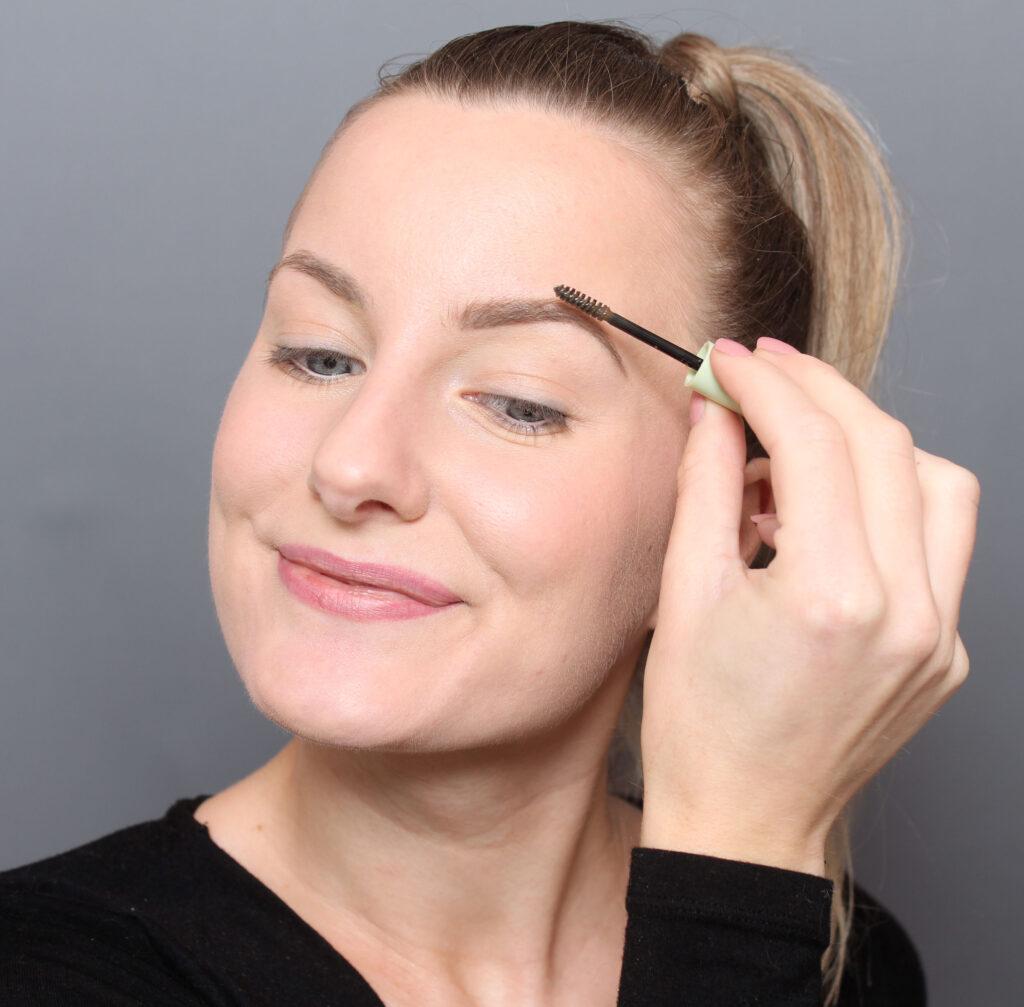 make up eyebrows naturally