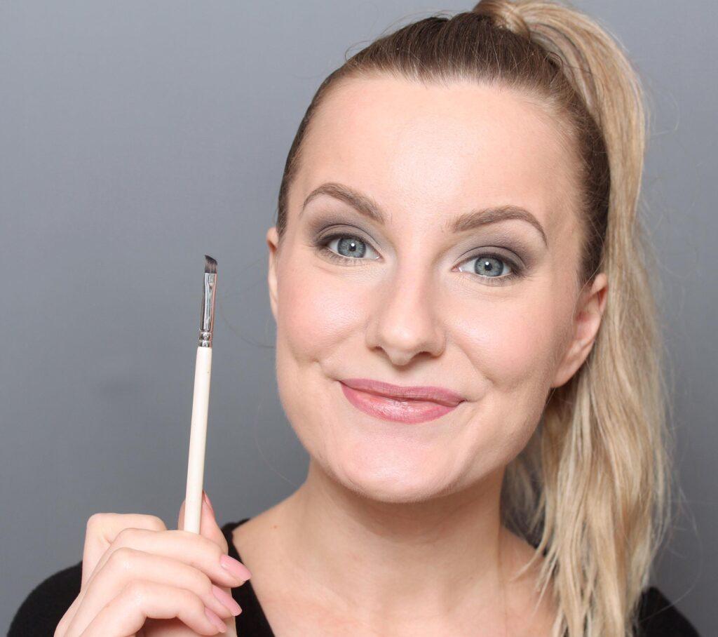 eyeliner for beginners