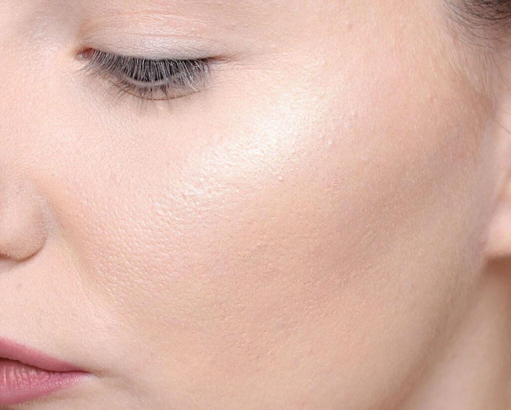 choose the right foundation, glow highlighter, matte, bass makeup, makeup, makeup, tips, luster, apply