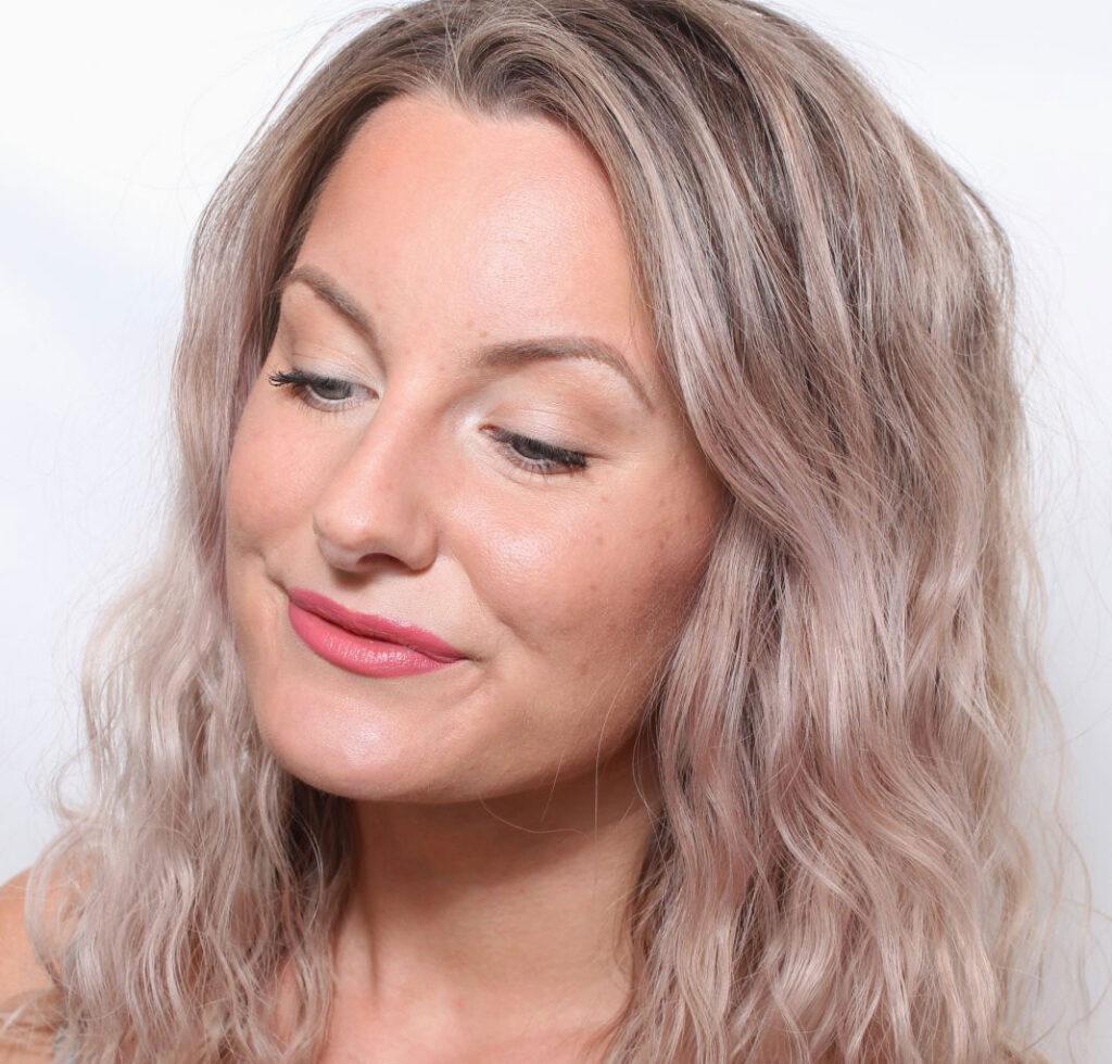 choose the right foundation, base makeup, makeup, makeup, tips, natural results, durable