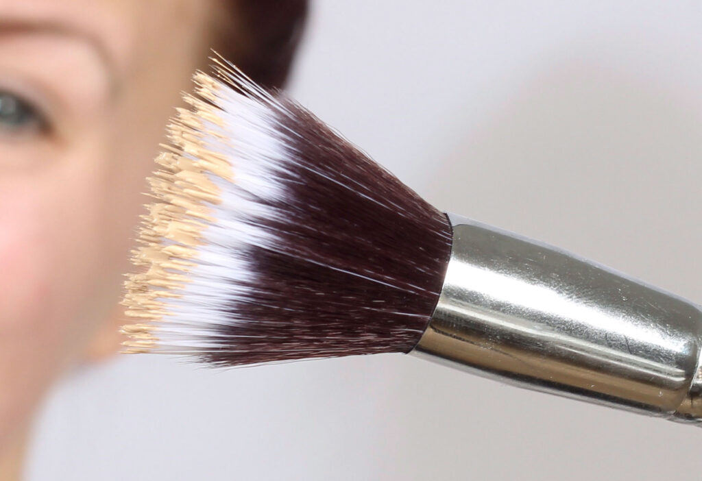 choose the right foundation, stippling brush, brush, foundation bass makeup, makeup, makeup, tips,