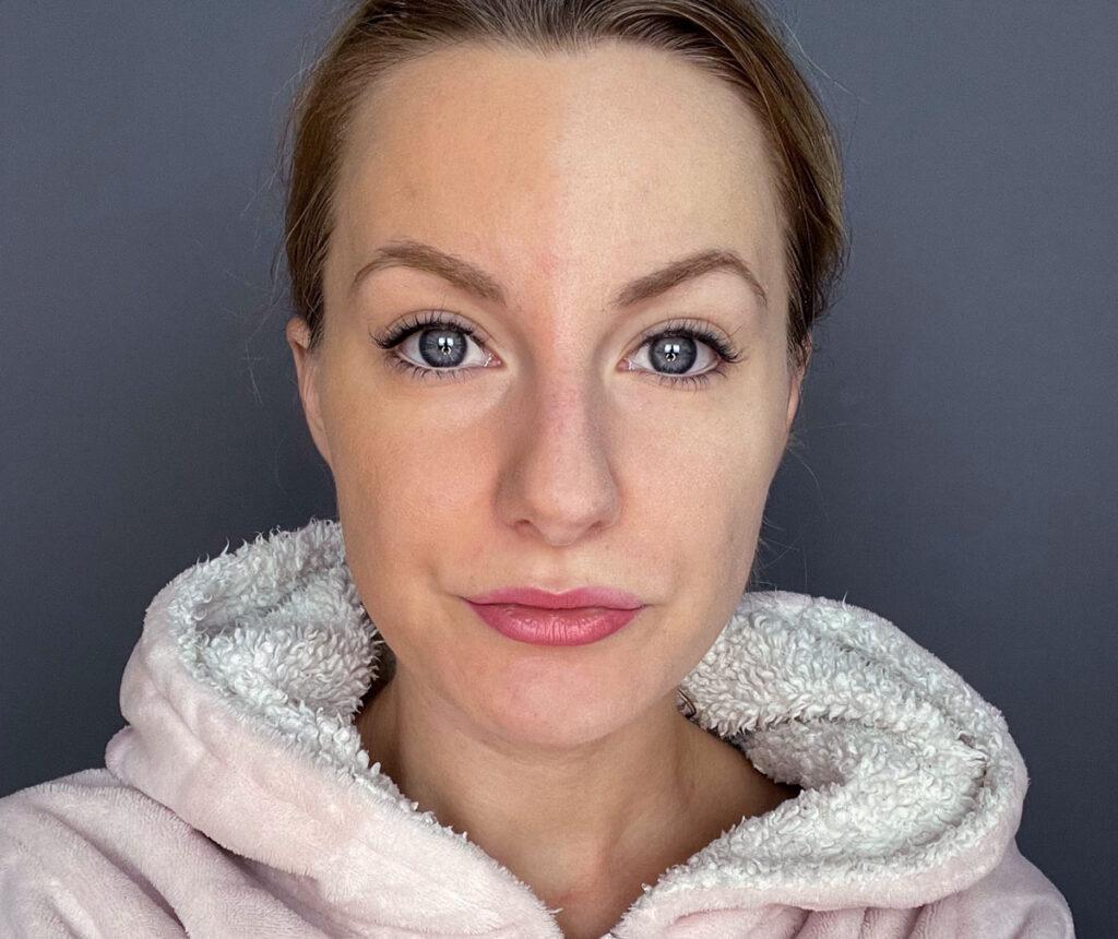 powder oxidizes, foundation, gets darker during the day, pigment, base makeup, makeup, makeup, tips,