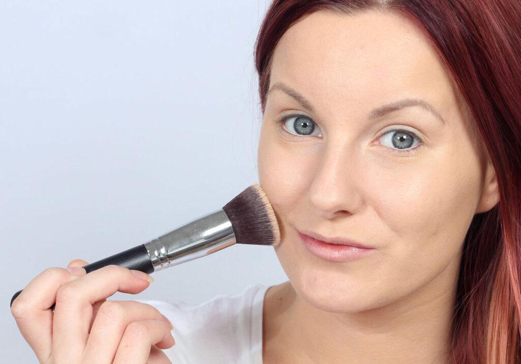 foundation brush, flat brush, opaque foundation, base makeup, choosing the right foundation, makeup, makeup, tips,