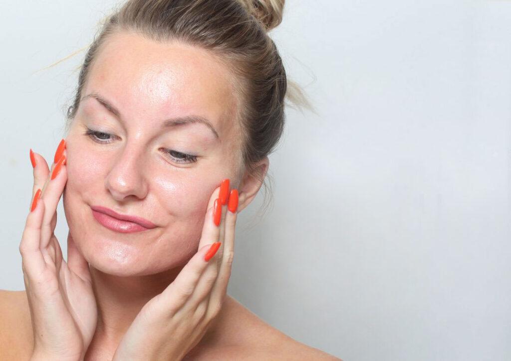 primer, face, fingers, apply, tips, base makeup, makeup, makeup, makeup artist, red nails
