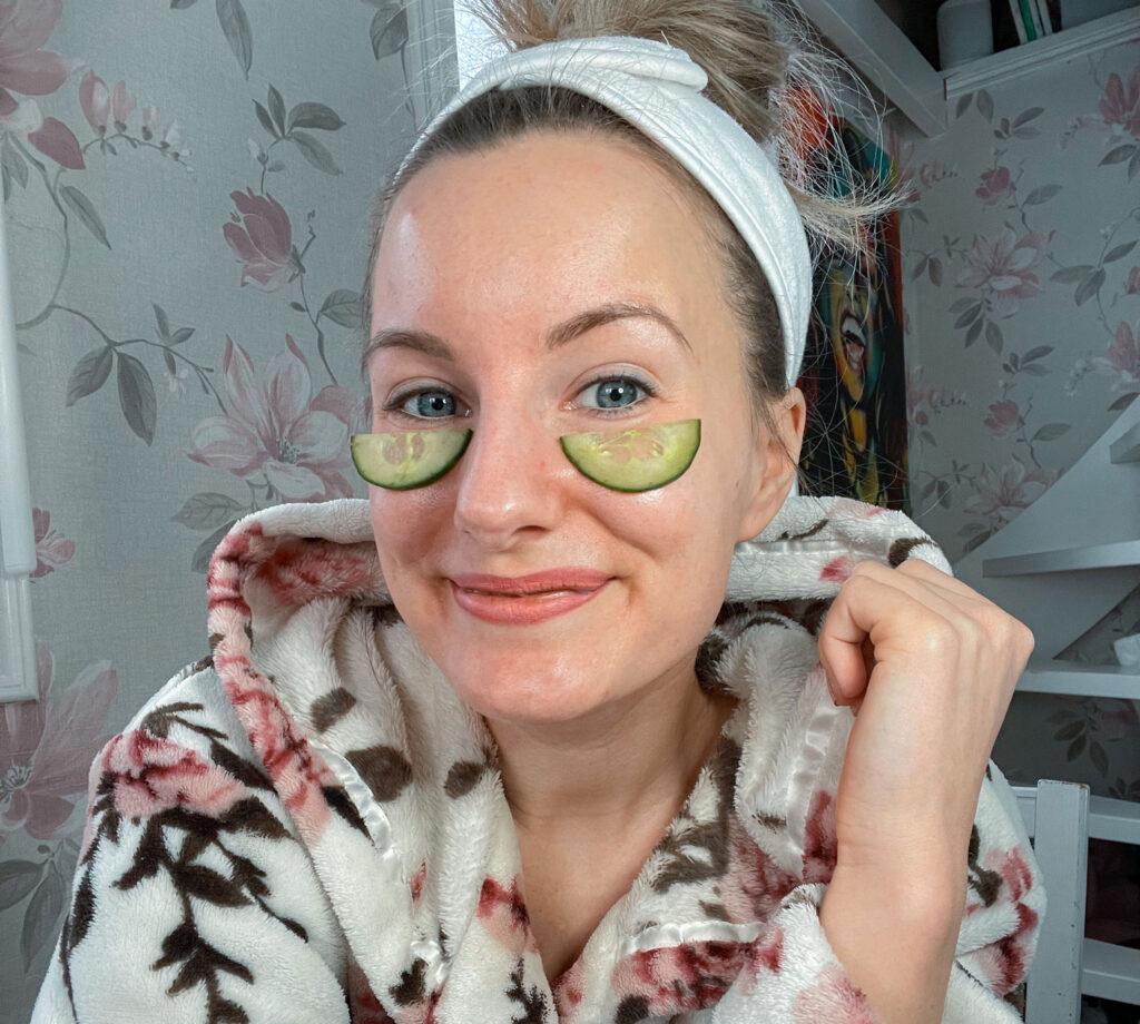 swollen eyelids, bags under the eyes, dark circles under the eyes, swollen eyes, tips. how to get rid of, reduce, cucumber
