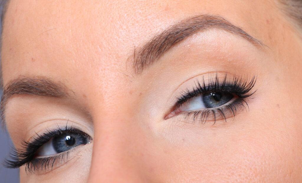 just lashes, Natural make-up with false eyelashes
