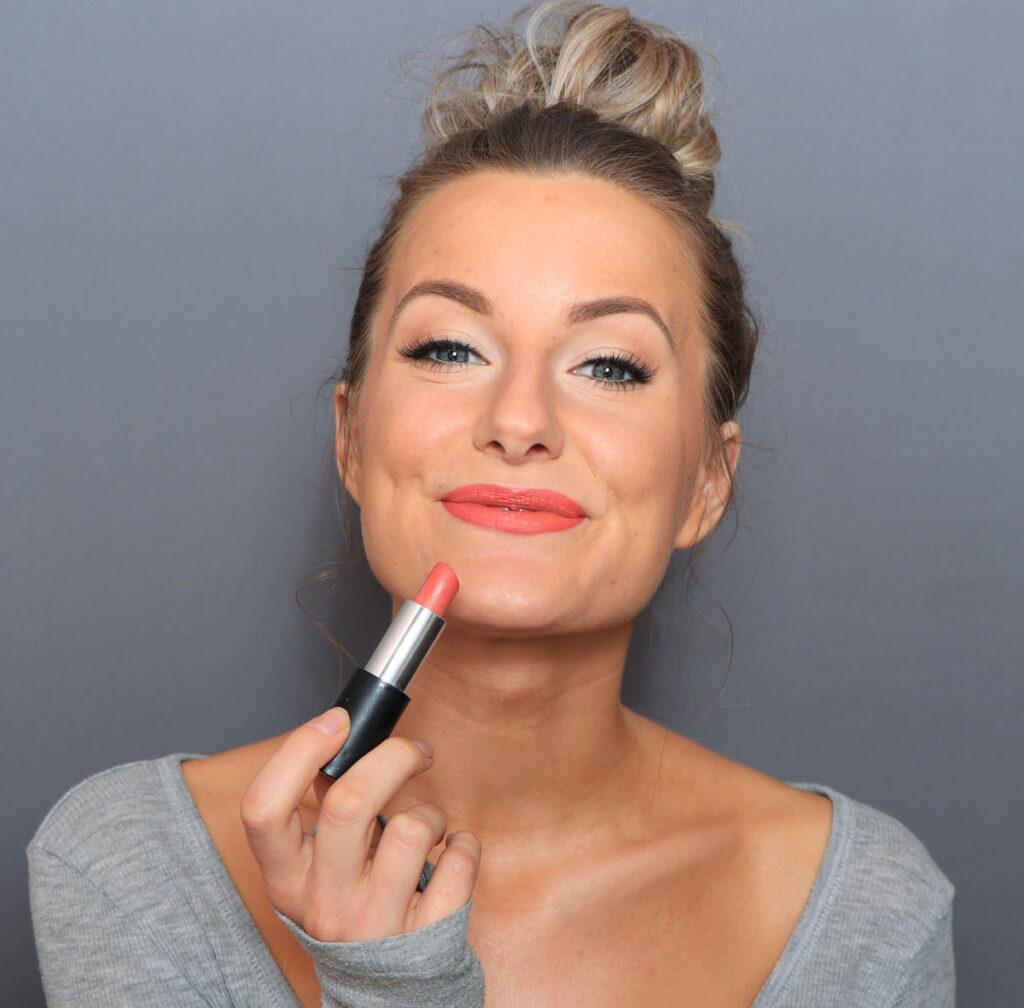 just lashes, lipstick spring, orange lipstick, coral lipstick, summer lipstick, summery lips, lip colors, spring 2021