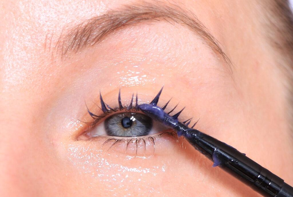 färga ögonbryn, färga ögonfransar, ögonfransfärg, färga ögonbryn hemma, ögonbrynsfärg, färga ögonfransarna på sig själv,