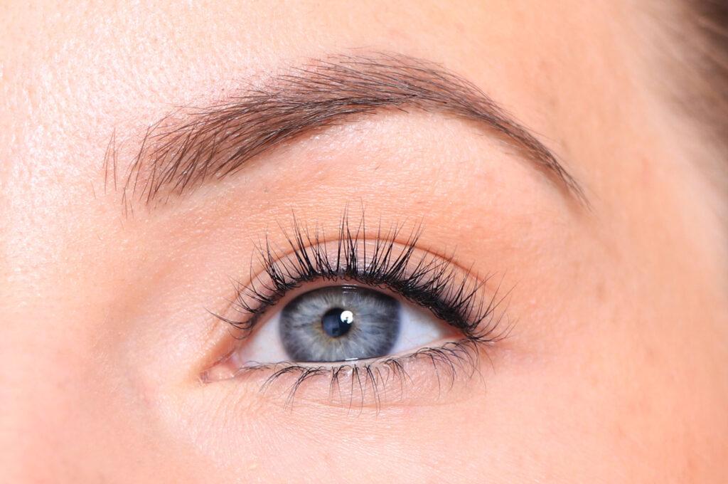 osminkade ögon, smink sommar tips, böjda ögonfransar, ögonfransfärg, långa ögonfransar, ögonfransböjare, fin utan smink