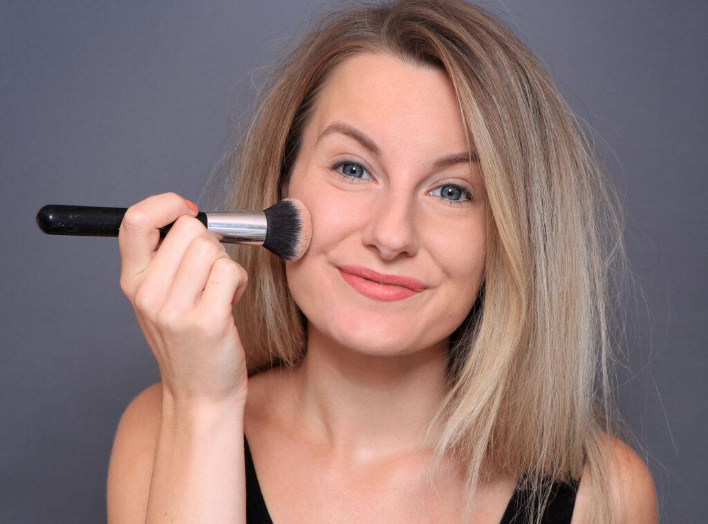 poros dilatados, poros dilatados, puntos negros, puntos negros, ¿qué son los poros? poros en la nariz, exprimiendo los puntos negros, ¿cómo deshacerse de los puntos negros? vaciado de puntos negros, en casa, encoger los poros dilatados, poros dilatados, poros faciales, abrir, poros, poros obstruidos, reducir los poros dilatados, base, imprimación, mejor base, base de maquillaje, crema, cepillo, aplicación